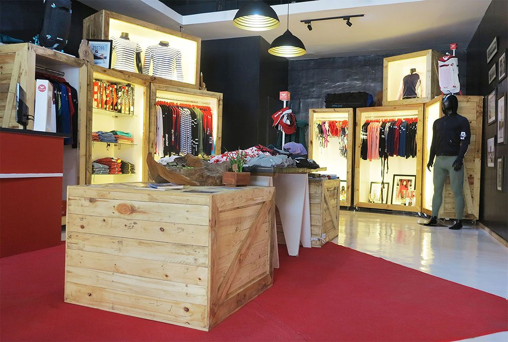 Blood Red New Store Center Design
